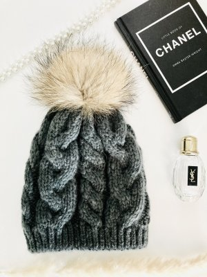 Cappello in pelliccia grigio-grigio scuro