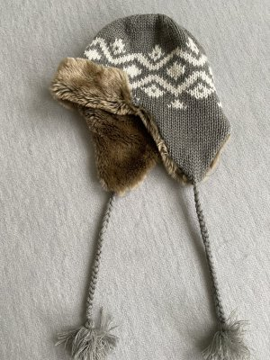 Futrzana czapka szary-biały