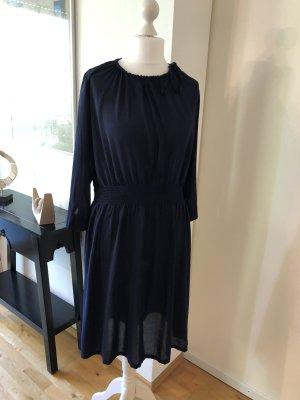 Feminines Kleid mit geraffter Taille aus Viskosevoile