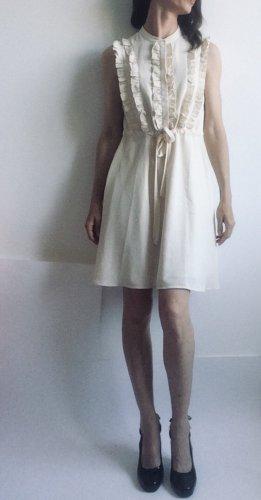 feminines Kleid mit wunderschönen Details von Mint&Berry