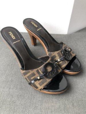 Fendi Sandalias con tacón marrón oscuro-marrón