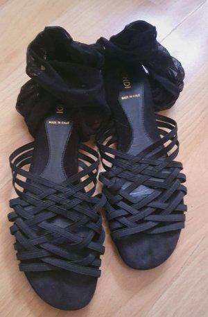 Fendi Sandalias romanas negro