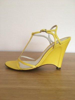 FENDI Sandaletten mit Keilabsatz in Gelb