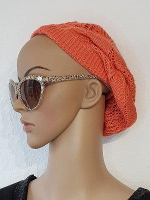 fesche orangenfarbene Mütze