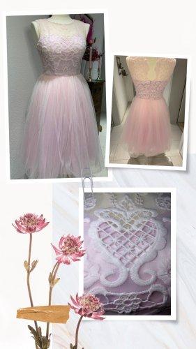 Festliches Kleid in rose