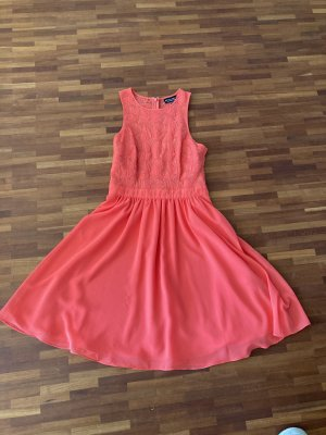 Festliches Kleid  LETZTE PREISREDUZIERUNG  Wegen Umzug erfolgt Ende März Kleiderspende der nicht verkauften Artikel