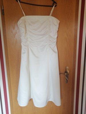 Festliches Kleid mit Strasssteinchen