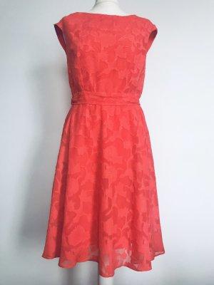 Festliches Kleid von Wallis
