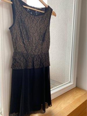Festliches, schlichtes Kleid