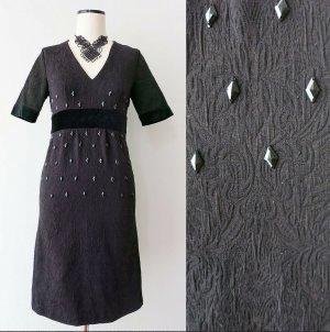 Festliches schwarzes Kleid mit Samt, Perlen und Prägestoff Gr. S