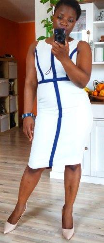 Fever london Sukienka etui biały-ciemnoniebieski
