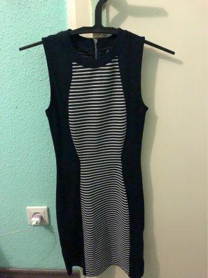 Figur betontes Kleid