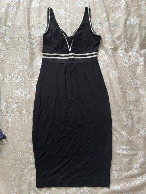 Figurbetonte schwarze Kleid