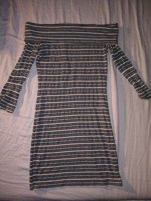 Figurbetontes, gestreiftes Kleid