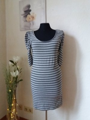 figurbetontes Kleid mit Puffärmel Gr. 40