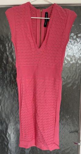 Figurbetontes pinkes Kleid von French Connection