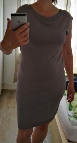 figurbetontes Sommerkleid