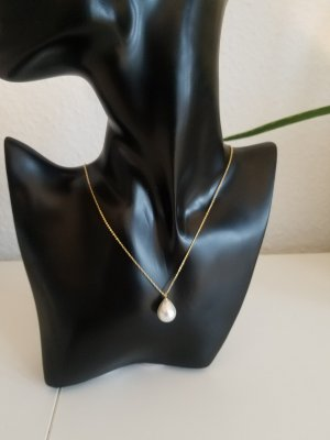 Filigrane Goldkette mit Perle in Tropfenform