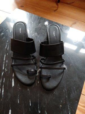 Filippa K Sandalo con cinturino nero Pelle