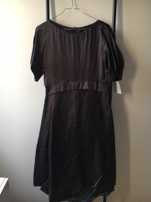 Fines schwarze Kleid