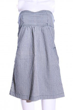Fishbone schulterfreies Kleid blau-weiß Streifenmuster Casual-Look