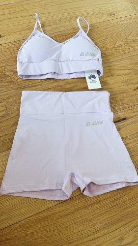 Pantalón corto deportivo púrpura