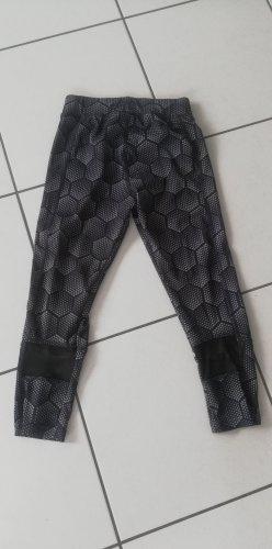 Fitnesshose Knielang xs Gr. 32 schwarz weiß Karo Legging Sporthose
