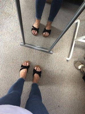 Flache Sandalen in schwarz  Größe 38