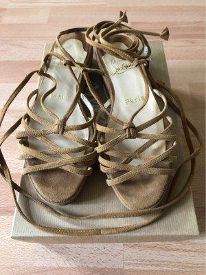 Flache Sandalen mit Riemchen.