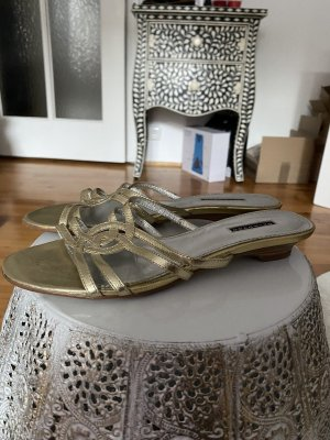 Flache Sandaletten in gold. Wie neu