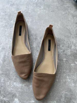 Flache Schuhe in beige/braun