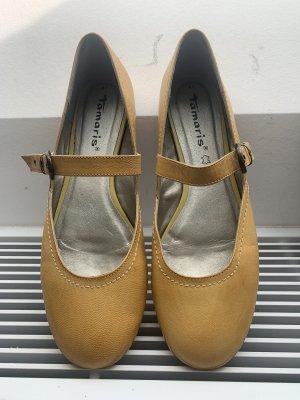 Flache Schuhe mit Riemchen