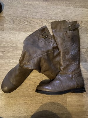 Flache Stiefel in Crash Optik aus tollem Leder