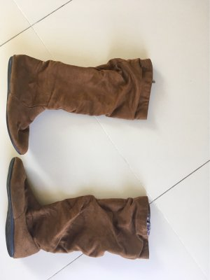 Flache Stiefel in Raulederoptik
