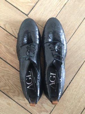 Flacher Schnür Schuh aus Leder  mit Pailletten besetzt von AGL.