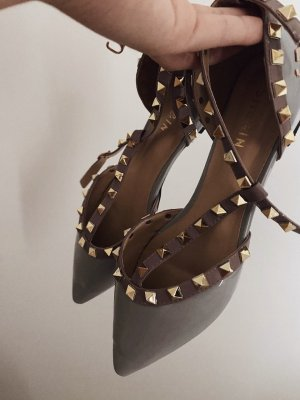Flats mit Nieten Dekor und Knöchelriemen