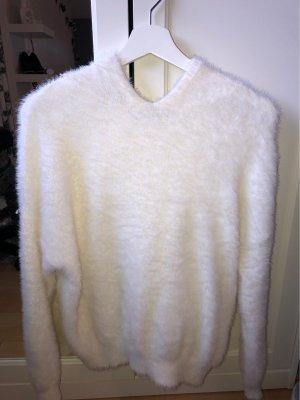 Flauschiger Pullover mit Kapuze