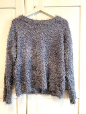 Flauschiger Pullover mit Schnürung