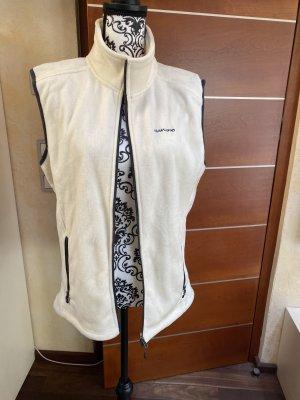 KilimAnjarO Fleece vest room