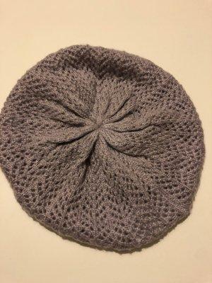 Fliederfarbene Mütze