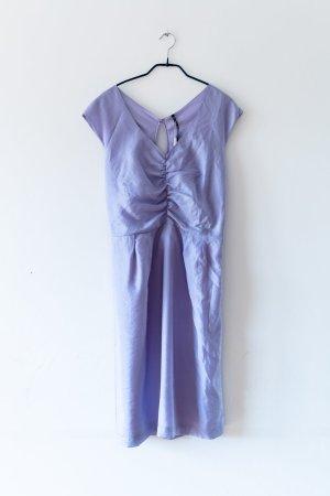 fliederfarbenes, elegantes Kleid