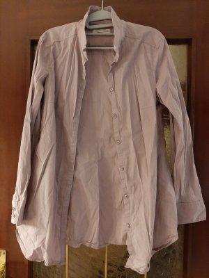 Fliederfarbenes Hemd