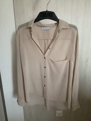 Fliesende, transparente Bluse
