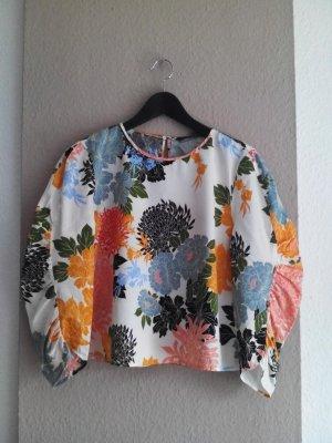 fließende Bluse in Blumendruck mit Ballonärmeln, Größe L fällt kleiner aus