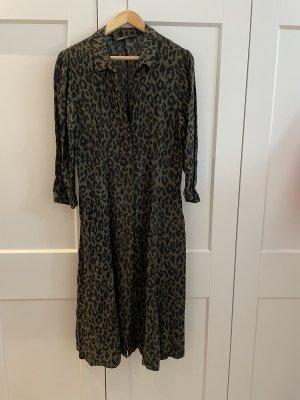 Fließendes Leo-Kleid in Khaki