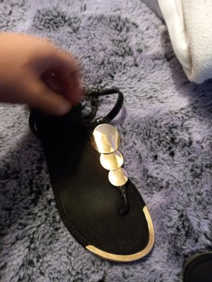 Colloseum Sandały japonki z rzemykami czarny-złoto