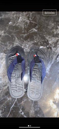 New Yorker Sandalo toe-post nero