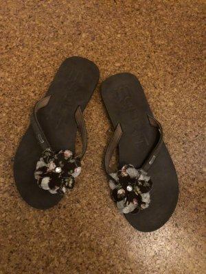 Flip-Flops von Esprit mit Blume