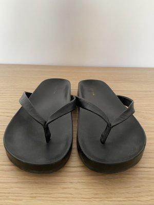 & otherStorys Flip-Flop Sandals black