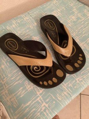 Toe-Post sandals black-beige